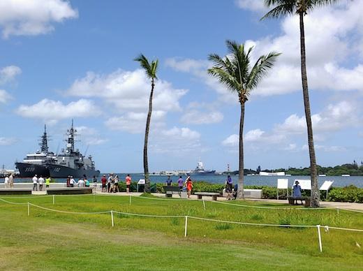 14真珠湾自衛艦5s.jpg