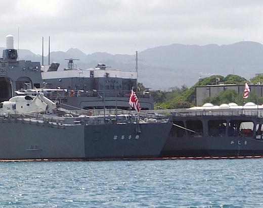 12真珠湾自衛艦4s.jpg
